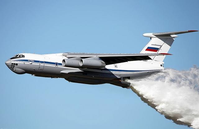 В Подмосковье пожарный Ил-76 вылил на полицейский патруль 40 тонн воды