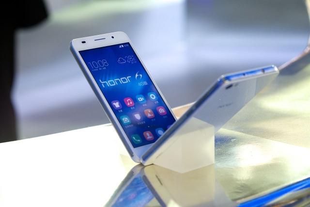 Tmail запускает в России эксклюзивные продажи смартфонов Huawei