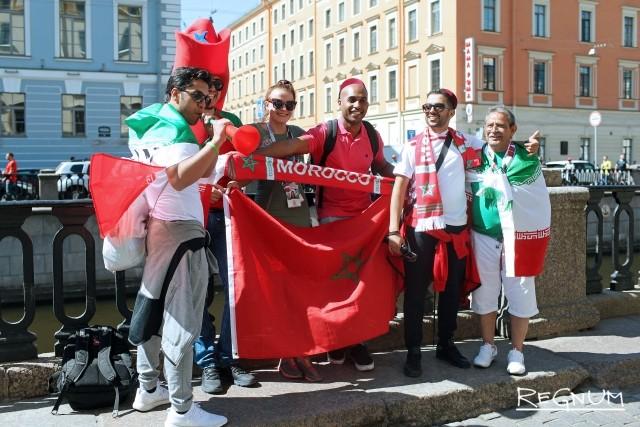 Болельщики команд Марокко и Ирана на канале Грибоедова