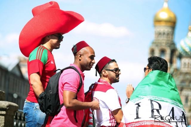 Болельщики сборных Марокко и Ирана в Петербурге