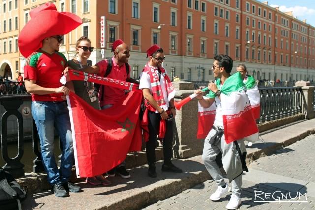 Болельщики Ирана и Марокко братаются на улицах Петербурга