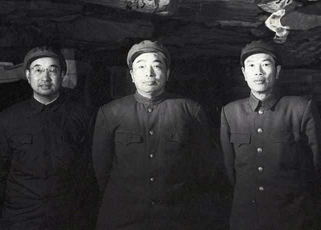Командующие китайскими войсками в Корейской войне: (слева-направо) Чен Ген, Пэн Дэхуай и Ден Хуа