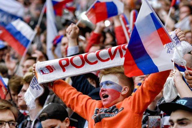 Сборную России по футболу все любят. Когда такое было?