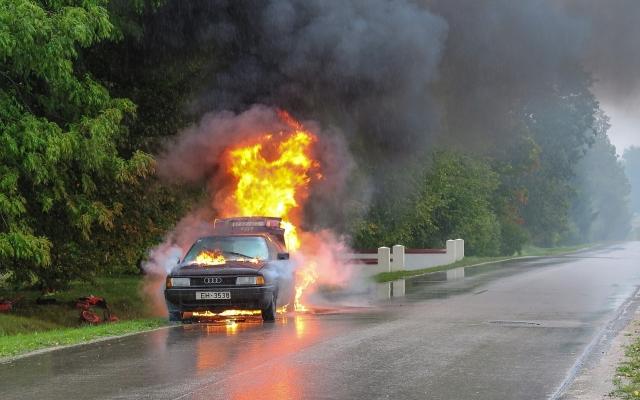 В Киеве взорвался автомобиль. Ранены четверо детей
