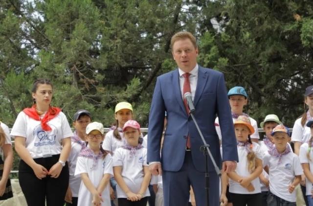 Дмитрий Овсянников во время посещения лагеря «Ласпи»