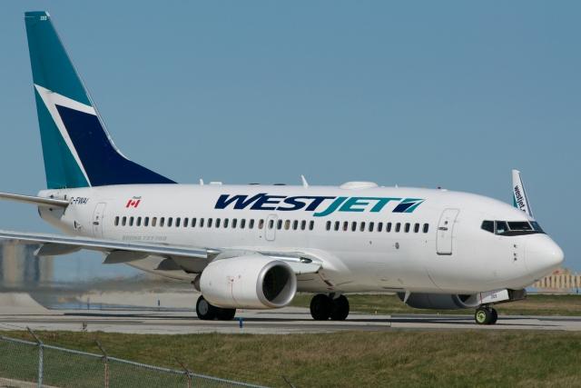 Канадский самолет совершил экстренную посадку из-за возгорания