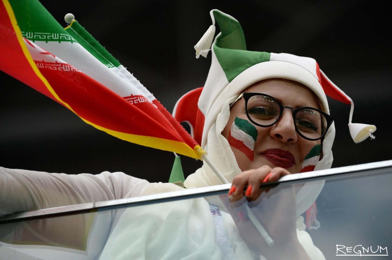 Чемпионат мира по футболу — 2018. Болельщики сборной Ирана во время  матча группового этапа чемпионата мира по футболу — 2018 между сборными командами Марокко и Иран