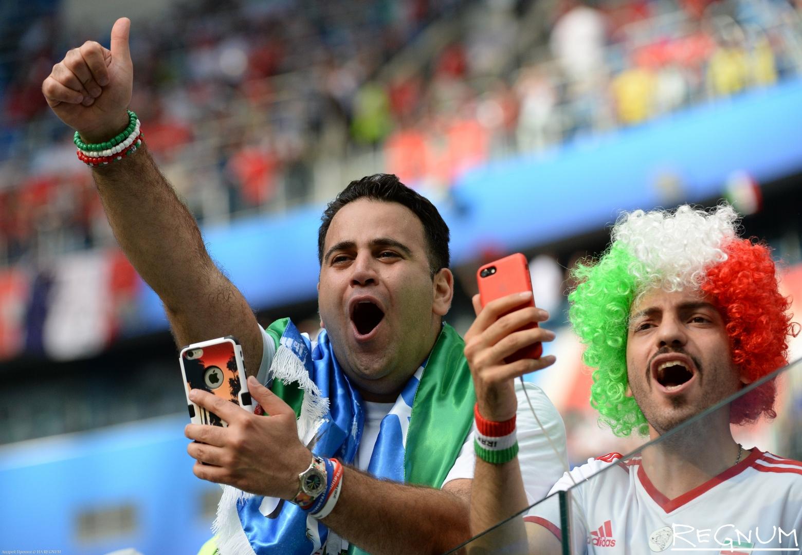 Болельщики сборной Ирана во время матча Марокко-Иран