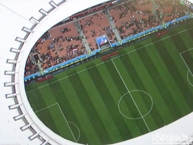 Футбольное поле перед началом матча
