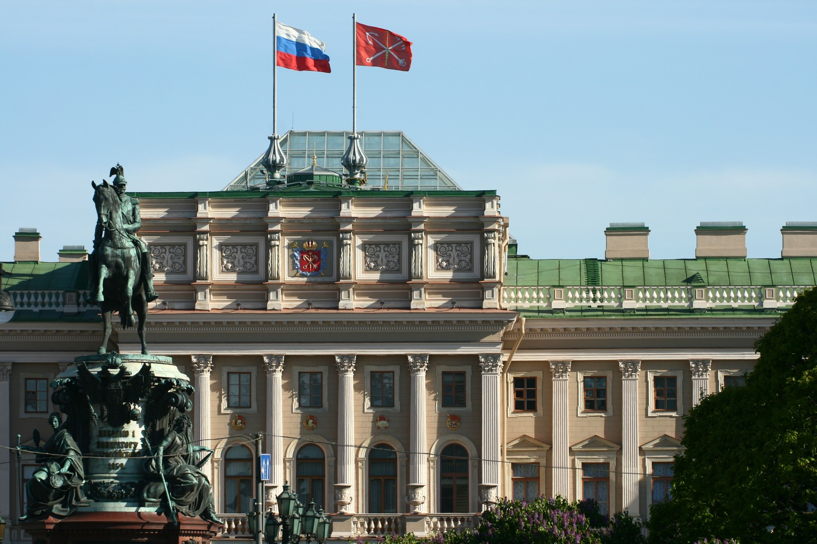 Заксобрание Петербурга и памятник Николаю I