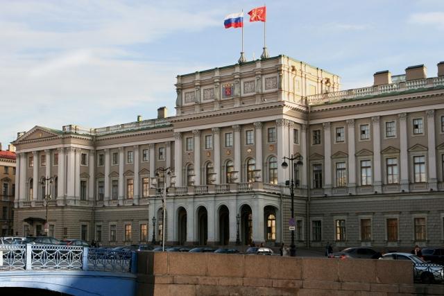 Единороссы Петербурга вновь жалуются губернатору на его назначенца в центре