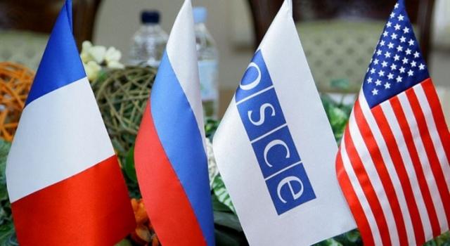 Флаги России, Франции, США и ОБСЕ