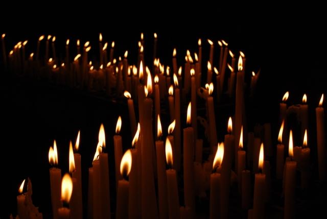 Жители Ленобласти зажгли свечи в память о погибших во время войны