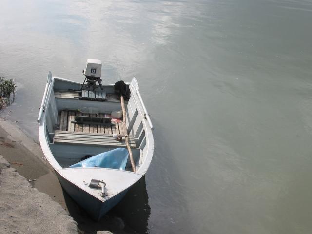 В Перми моторная лодка врезалась в причал