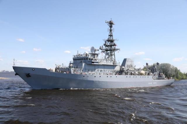 На разведывательном судне «Иван Хурс» поднят Андреевский флаг