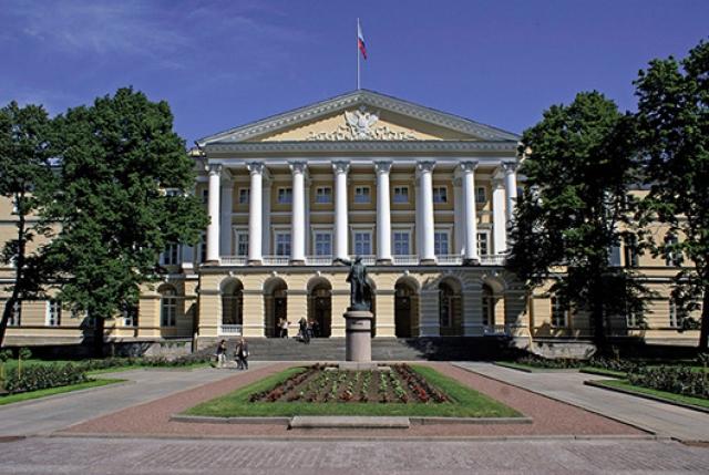 Конфликт парламента и правительства Петербурга выполз из-под ковра