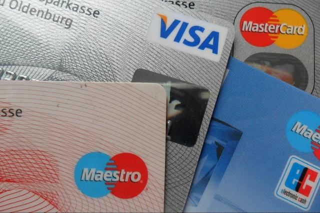 Банки наделили правом блокировать банковские карты при подозрении на кражу