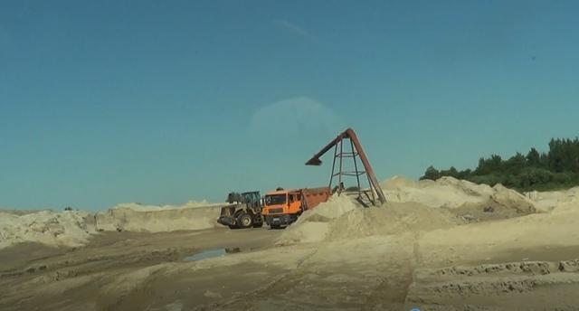 Бесконтрольная добыча песка у пос. Ушаково