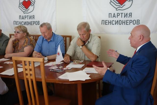 Красноярцы предложили меры по защите работников старше 55 лет