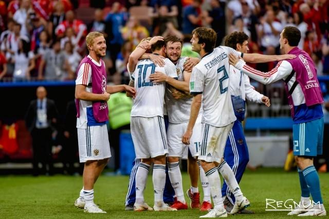 Сборная России по футболу празднует победу