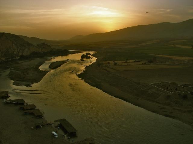 Приток Евфрата в Таврских горах. Турция