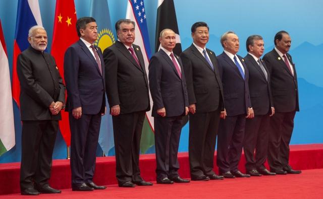 Участники саммита Шанхайской организации сотрудничества. 8−10 июня 2018 года, Циндао