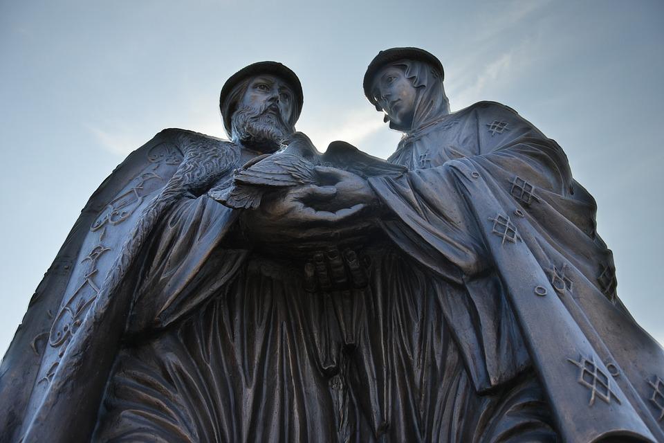 Памятник Петру и Февронии. Астрахань