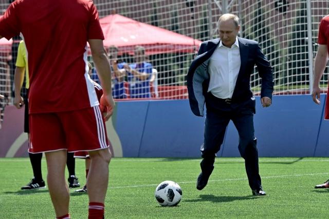 Черчесов рассказал, как Путин поддерживает сборную России
