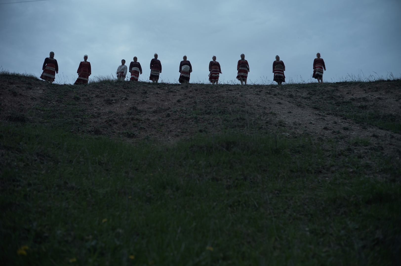 Чувашские женщины в костюмах, напоминающих воинские. Село Шимкусы