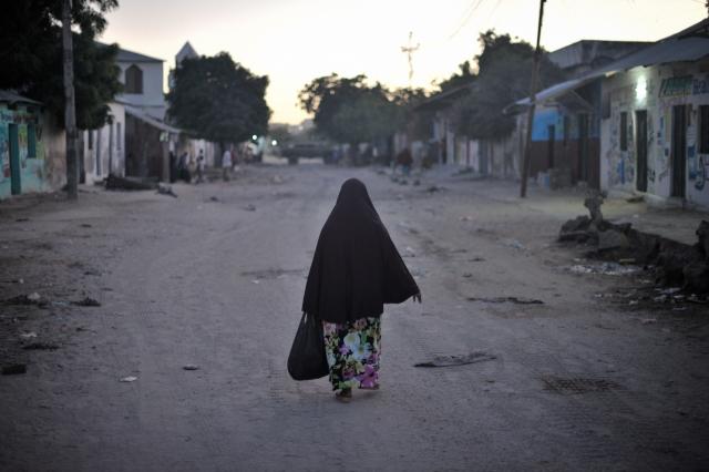 В результатет двух взрывов в столице Сомали погибли девять человек