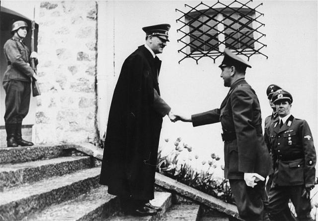 Гитлер и Павелич (основатель и лидер фашистской организации усташей). 1941