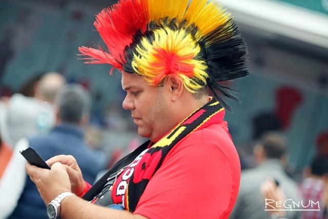 Бельгийский фанат с ирокезом в цветах флага