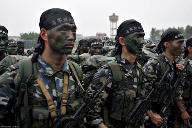 Китайские военные.