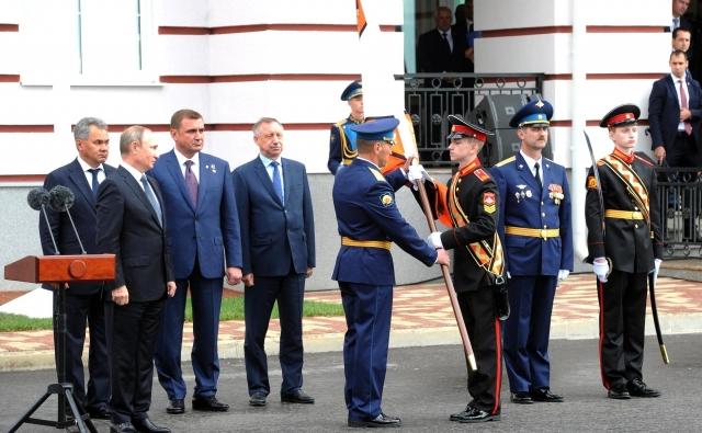Церемония вручения знамени Тульскому суворовскому военному училищу. 8 сентября 2016 года, Тула