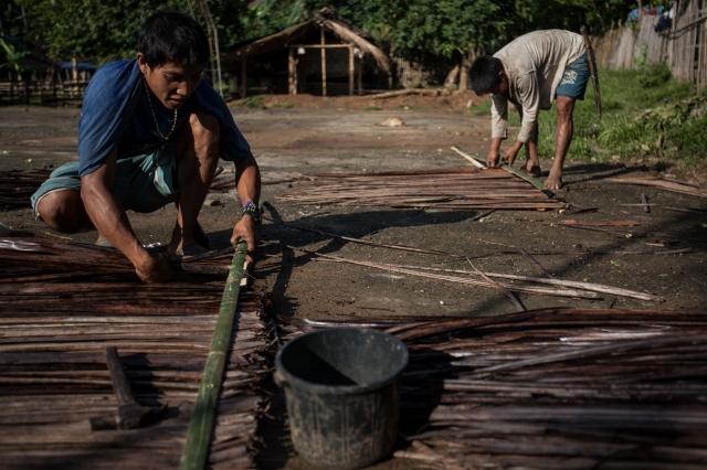 Изготовление циновки на пол из бамбука