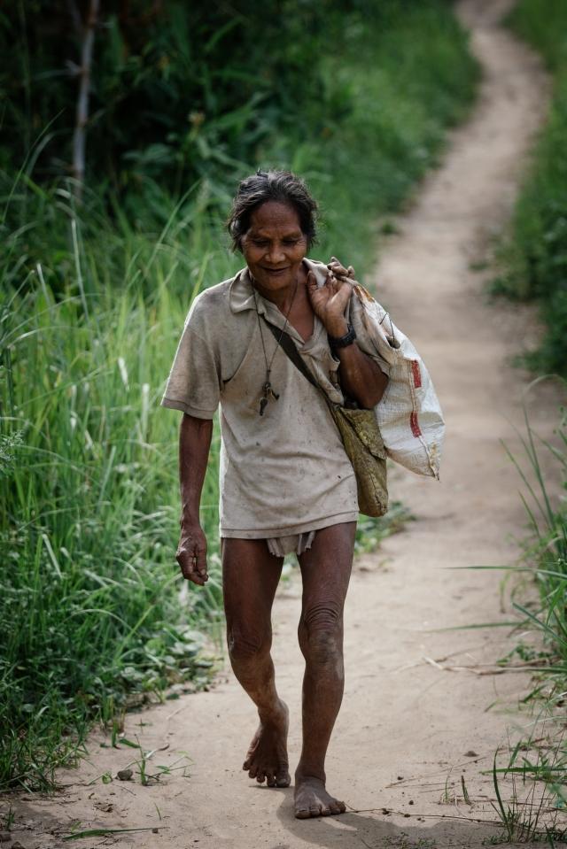 Ноги мангиан от длительной и продолжительной ходьбы значительно деформируются
