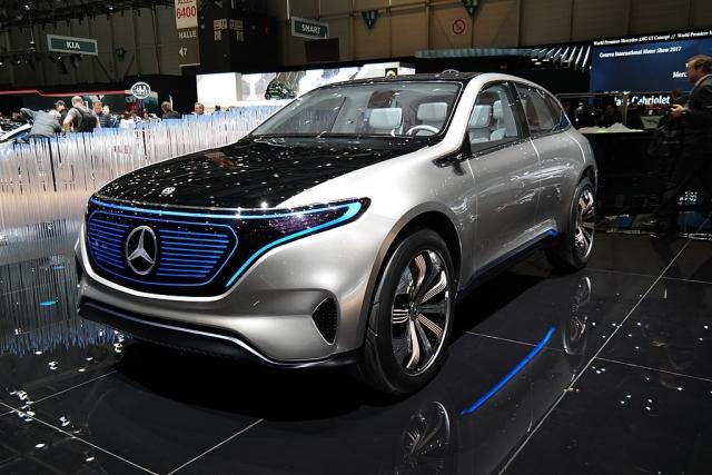 В сеть выложили новые снимки электрокроссовера Mercedes-Benz EQ C