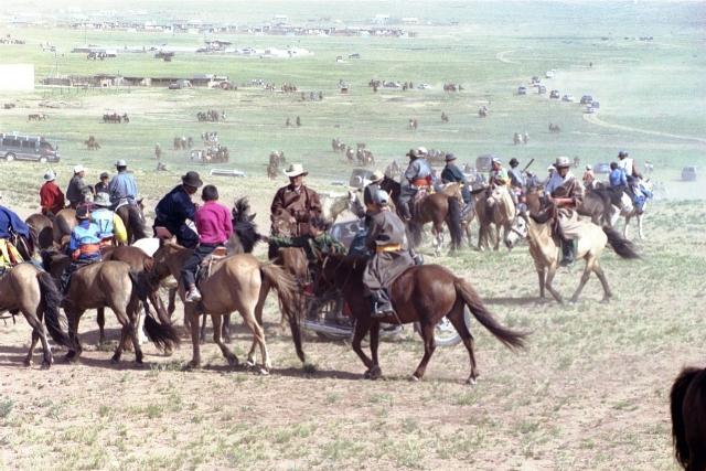Национальный праздник Монголии Наадам: борьба, скачки и стрельба из лука