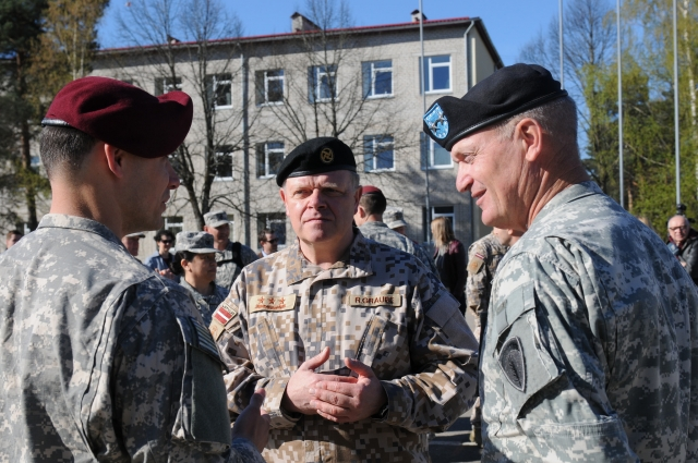 Совместные учения НАТО и ВС Латвии на военной базе в Адажи. Апрель 2014 года