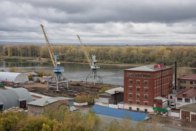 Краны уфимского речного порта и завод гибких валов