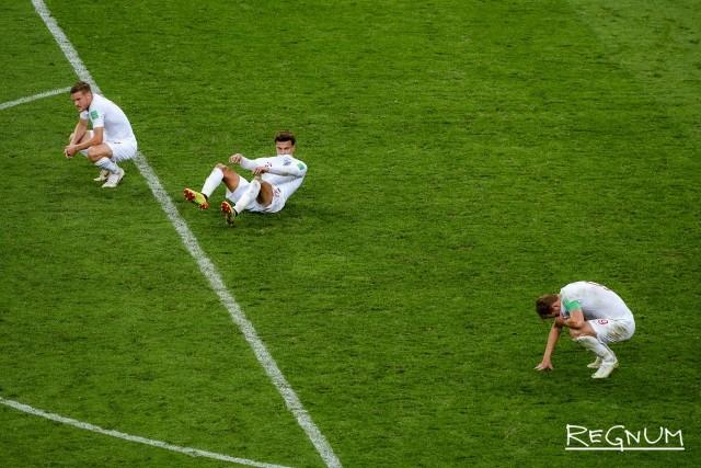 Игроки сборной Англии после поражения