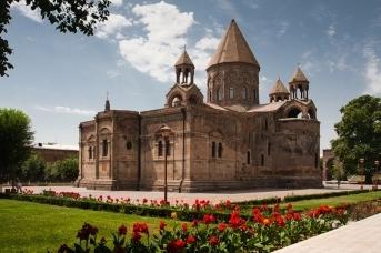Духовный центр армян — Эчмиадзин