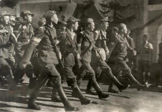 Солдаты Свентокшиской бригады на параде. 1945