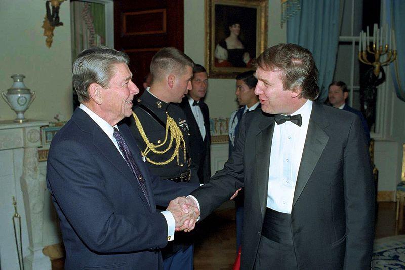 Дональд Трамп с Рональдом Рейганом в 1987 году