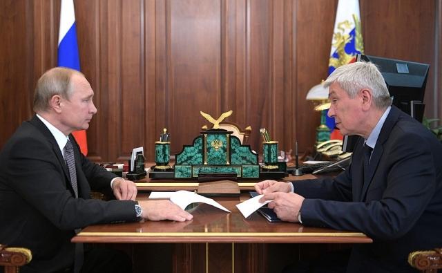 Путину доложили о предотвращении вывода за рубеж 50 млрд рублей