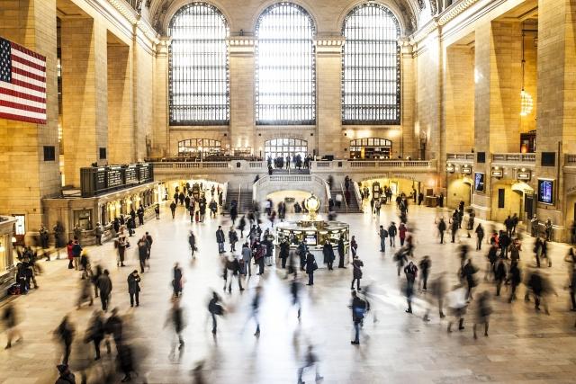Люди на Центральном вокзале Нью-Йорка