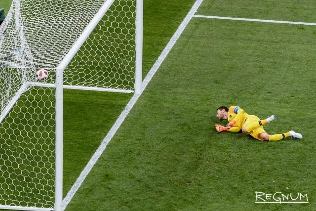 Франция пропускает гол в свои ворота