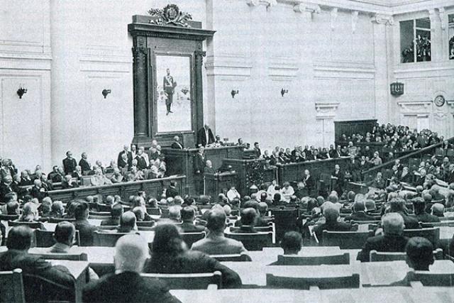 Жириновский требует, чтобы в Госдуме звучало «Боже, царя храни»