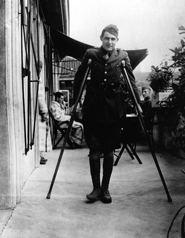 Эрнест Хемингуэй после ранения в Милане. 1918