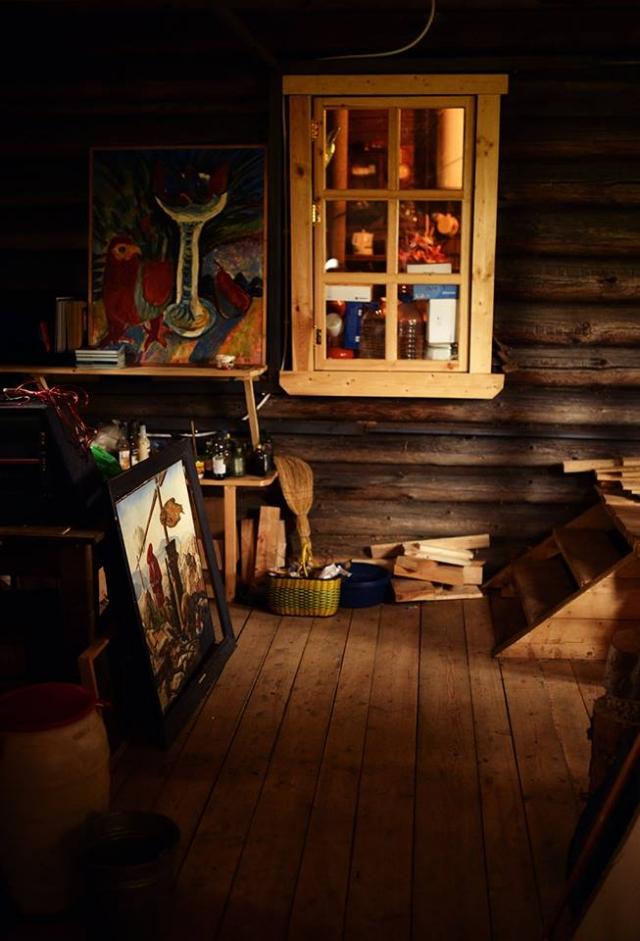 Некоторые картины остались жить в доме